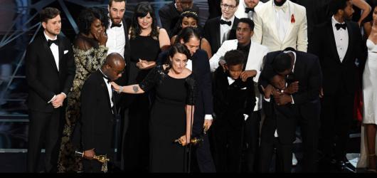 Filmem roku je Moonlight, nejvíc Oscarů má La La Land