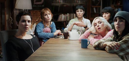 7 životů: Noomi Rapace bojuje o přežití v sedmi rolích současně