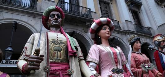 Katalánská slavnost po Ostravsku: Ulice moravskoslezské metropole zaplní lidské pyramidy, obří loutky i ohňoví draci