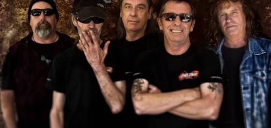 SOUTĚŽ: Bývalý bubeník AC/DC Phil Rudd předvede svůj um v šesti českých městech. Zasoutěžte si s námi o lístky!