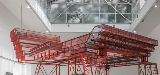 DOX rozpohybuje architektonickou expozici z benátského bienále