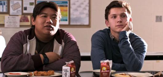 Spider-Man: Homecoming kombinuje obyčejný život středoškoláka s povinnostmi superhrdiny