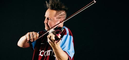 Nigel Kennedy vystoupí již brzy v Praze. Jaký bude jeho koncertní program?