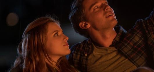 Půlnoční láska: jen další teenagerská romantika s nálepkou vážné nemoci
