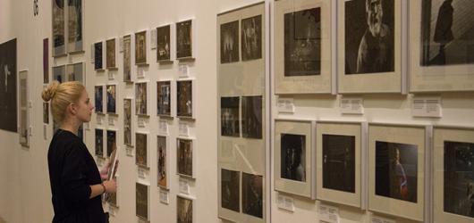 To nejlepší z historie i současnosti české divadelní fotografie představuje výstava v Obecním domě