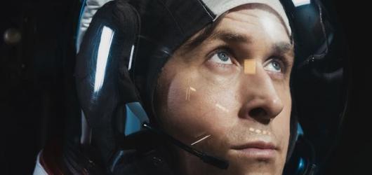 Americký kosmonaut dobývá Měsíc. Skvělé drama boří jen zbytečné pozemské emoce