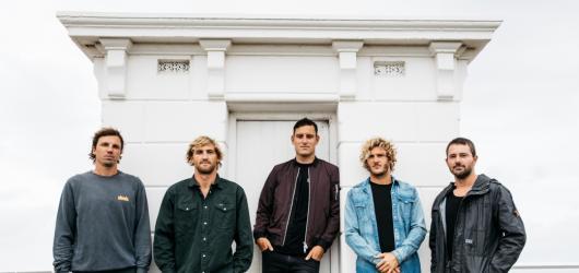 Parkway Drive se i se svou nespoutanou show vrátí příští rok do české metropole
