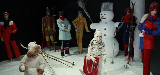 Fronta na pomeranče i domácí umění. Vzpomínku na normalizační Vánoce přináší výstava v Tančícím domě