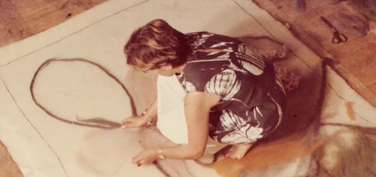 Textilní výtvarnice, která proslavila techniku art protis. Moravská galerie představuje Inez Tuschnerovou