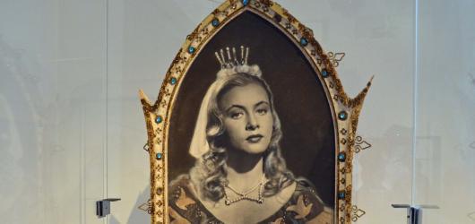 Podzimní výstavy na jihu Čech: kostýmy z Pyšné princezny i fotografie Jana Saudka
