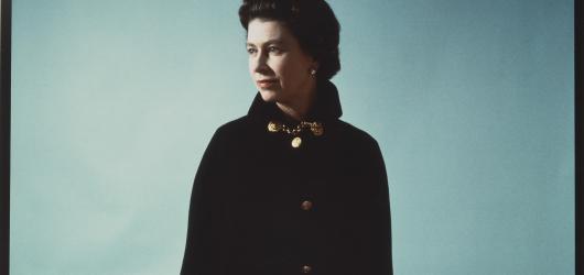 Letní výstavy v Praze: šaty Dagmar Peckové i snímky dvorního fotografa britské královny