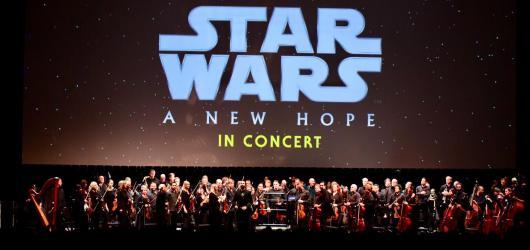 Nesmrtelná Nová naděje. Williamsova hudba a ikonické Star Wars těžko někdy zklamou