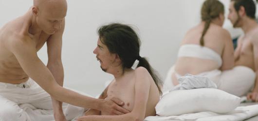 Snímek, který naruší vaši intimní zónu. Touch Me Not v divákovi vyvolává odpor, přesto se na něj nelze přestat dívat