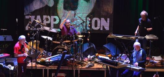 Kapela The Grandmothers Of Invention složena ze spoluhráčů Franka Zappy připravuje pražský koncert