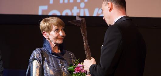 Febiofest slaví čtvrtstoletí. Cenu za celoživotní dílo dostala Kolářová a Aznavour
