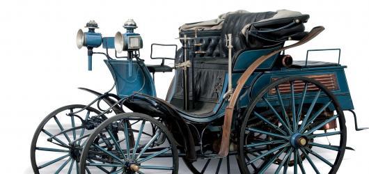 Oblastní galerie Liberec láká na první automobil v Čechách Benz Victoria i koláže Adolfa Hoffmeistera