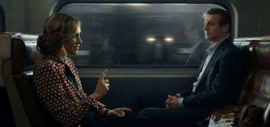 Cizinec ve vlaku spolu s Liamem Neesonem dělá čest klasickým akčním thrillerům
