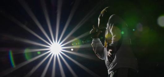 Colours 2018, den první: Roztomilý George Ezra, dokonalý Jeremy Loops a zářiví N.E.R.D.
