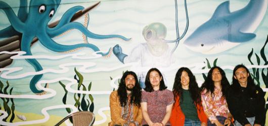 Crazy psychedelici z Japonska Kikagaku Moyo se vrátí do Prahy! Dočká se jich Futurum