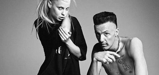 Die Antwoord se vrátili do Prahy se svou nekompromisní show. Nabídli největší hity i energickou živelnost