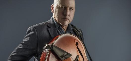 Legendární kytarista Mark Knopfler dorazí do Prahy i s novou deskou