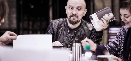 Jan Klata získal prestižní evropskou divadelní cenu, jeho první kroky povedou na Palmovku