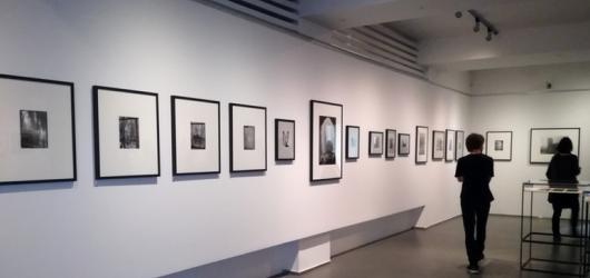 Dům fotografie vystavuje téměř neznámý soubor fotografií Josefa Sudka z roku 1945