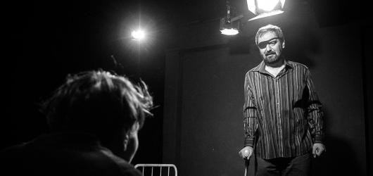Inscenace Kolo kolo mlýnský překvapí neobvyklou formou i dobrými hereckými výkony