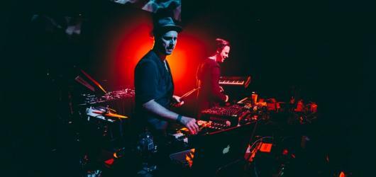 Tech-house z Berlína přijede do Lucerna Music Baru. Duo Booka Shade představí v Praze své nové album Cut The Strings