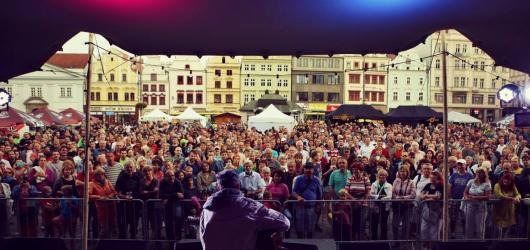 Živá ulice opět rozezní centrum Plzně. Láká na Baumaxu i Midi Lidi