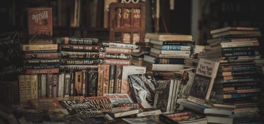 10 tipů na knížky, které musí mít každý filmový či hudební fanoušek