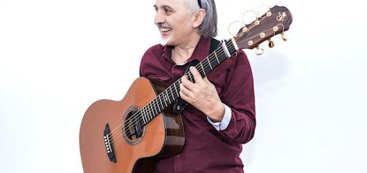 Z handicapu udělal svou přednost – jednoruký kytarista Andrés Godoy zazáří na festivalu Kytara napříč žánry