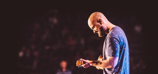 Oblíbený písničkář Pokáč připravuje svůj doposud největší koncert, chystá se vyprodat Forum Karlín
