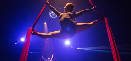 Workshopy žonglování, akrobacie, kouzelnická i dechberoucí akrobatická vystoupení – do Centra Černý Most přijede cirkus