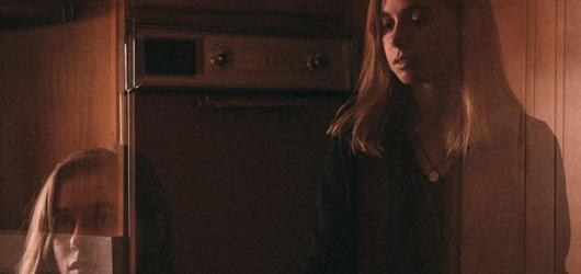 Písničkářka Julien Baker dorazí poprvé do České republiky