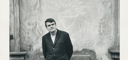 Kundera, Havel i Sudek očima světoznámých fotografů. Výstava představí dosud neznámé portréty z roku 1967