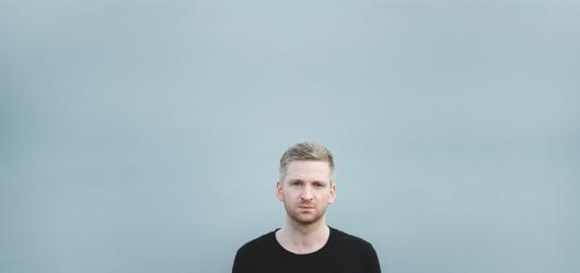 Po třech letech se do Čech vrací Islandský skladatel Ólafur Arnalds s novým projektem