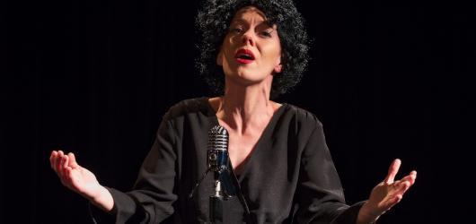 Na prknech Divadla Kampa zazní šansony Edith Piaf