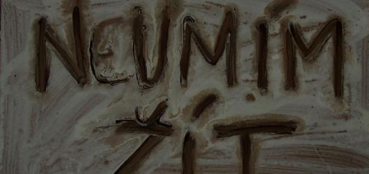 """""""Neúplnou retrospektivu"""" kontroverzního umělce Milana Knížáka nabízí galerie v Karlových Varech"""