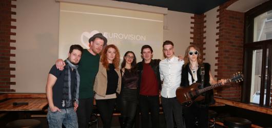 Kdo nás bude letos reprezentovat na Eurovizi? Do českého finále postoupila Debbi i Pavel Callta