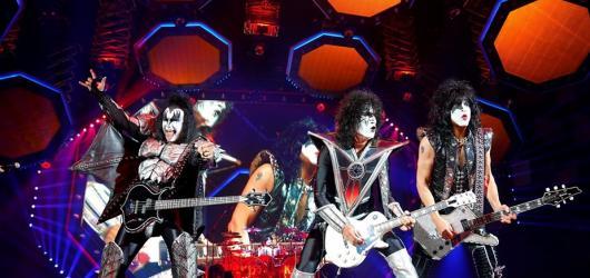 Kulturou nabitý červen: Kiss naposledy, filmové zmizení Brouků i oslava Shakespearova díla