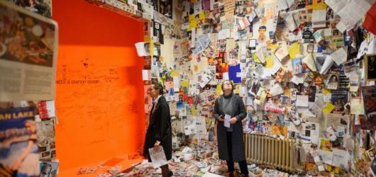 Mladé umění v opuštěné budově. Desfourský palác ozdobí site-specific přehlídka Pokoje