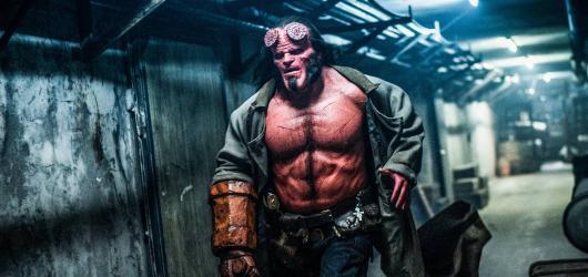 Restart Hellboye je místy vtipná, ale bezduchá záminka pro krvavou lázeň