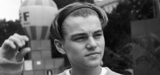 Mladý DiCaprio ve Varech a další. KVIFF vystaví snímky fotografa Miloše Fikejze