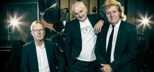Trio JCM dorazí do Prahy v rámci smutečního turné