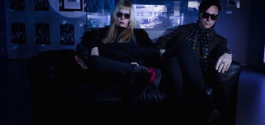 Warholova Factory na jednu noc. Párty ve stylu šedesátek láká na pop-up výstavu i undergroundovou hudbu