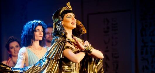 Zámek Valtice nabídne koncertní verze muzikálů Dracula a Kleopatra již příští týden