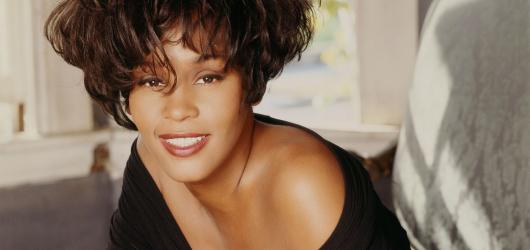 Holografická Whitney Houston vystoupí s původní živou kapelou v Praze