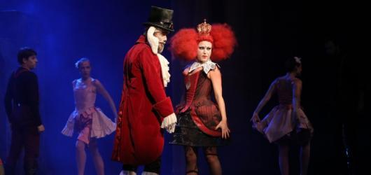 SOUTĚŽ: Vyhrajte lístky na Alenku v kraji zázraků v Divadle Hybernia!
