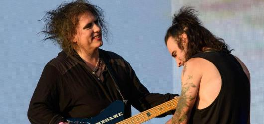 Ocitnout se s The Cure na podiu můžete v záznamu koncertu The Cure – Anniversary 1978-2018 Live in Hyde Park London